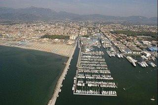 Immagine aerea porto di Viareggio